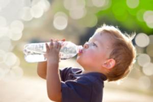 child-drinking-water